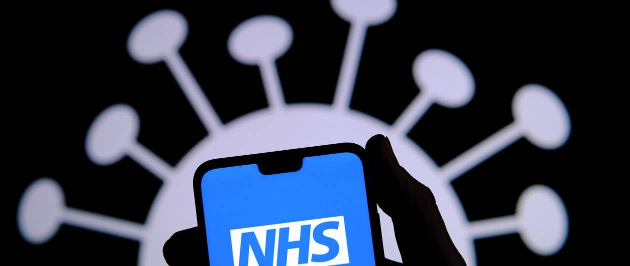 apple and google block nhs covid 19 app update