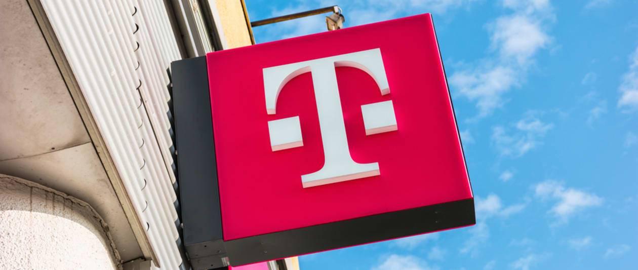 t mobile investigates potential 100 million user data breach